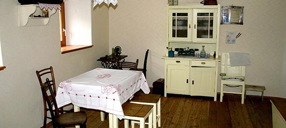 IMG_3201-Rekonstruksija-delavskega-stanovanja-v-Kasarni-JPG_leter